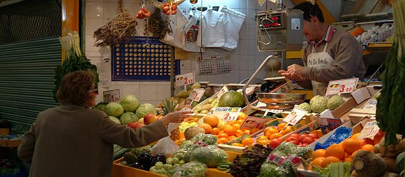 Spanish woman at a grocer